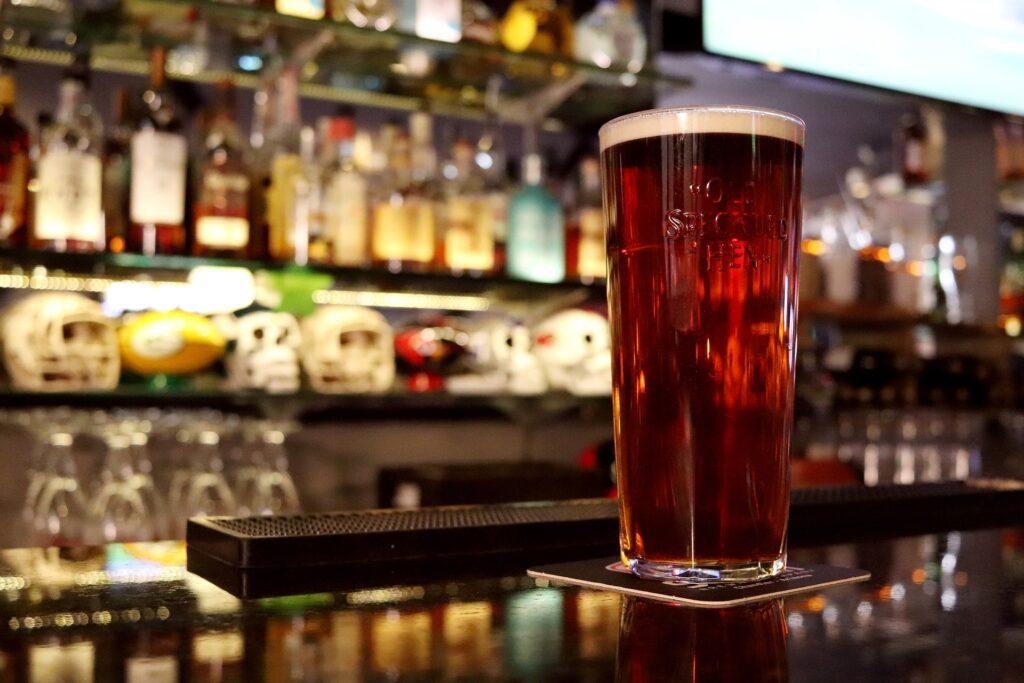 Birra artigianale rossa: proprietà, conservazione e come versarla